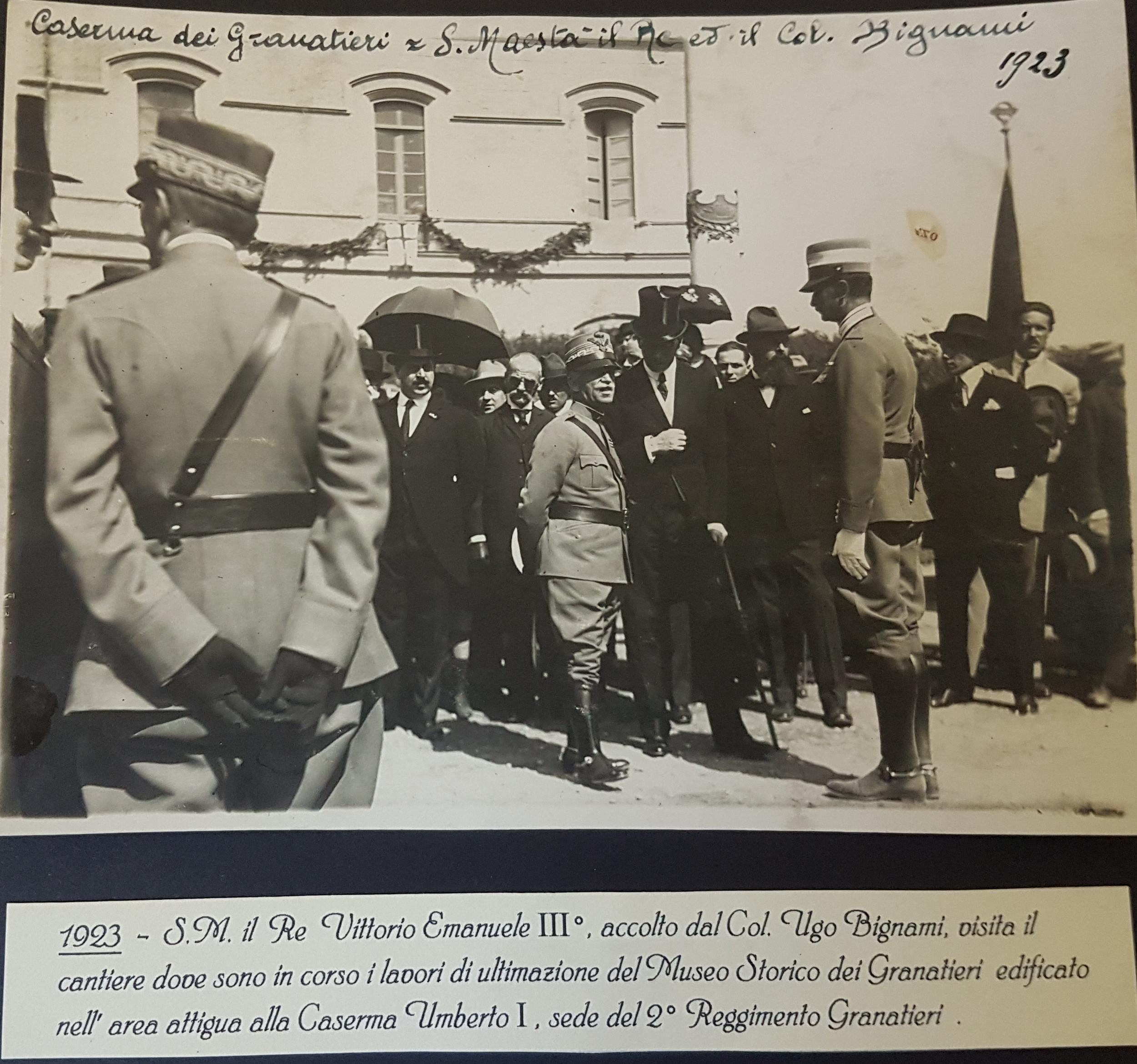 1923 -S.M il Re Vittorio Emanuele III visita il cantiere del Museo Storico dei Granatieri