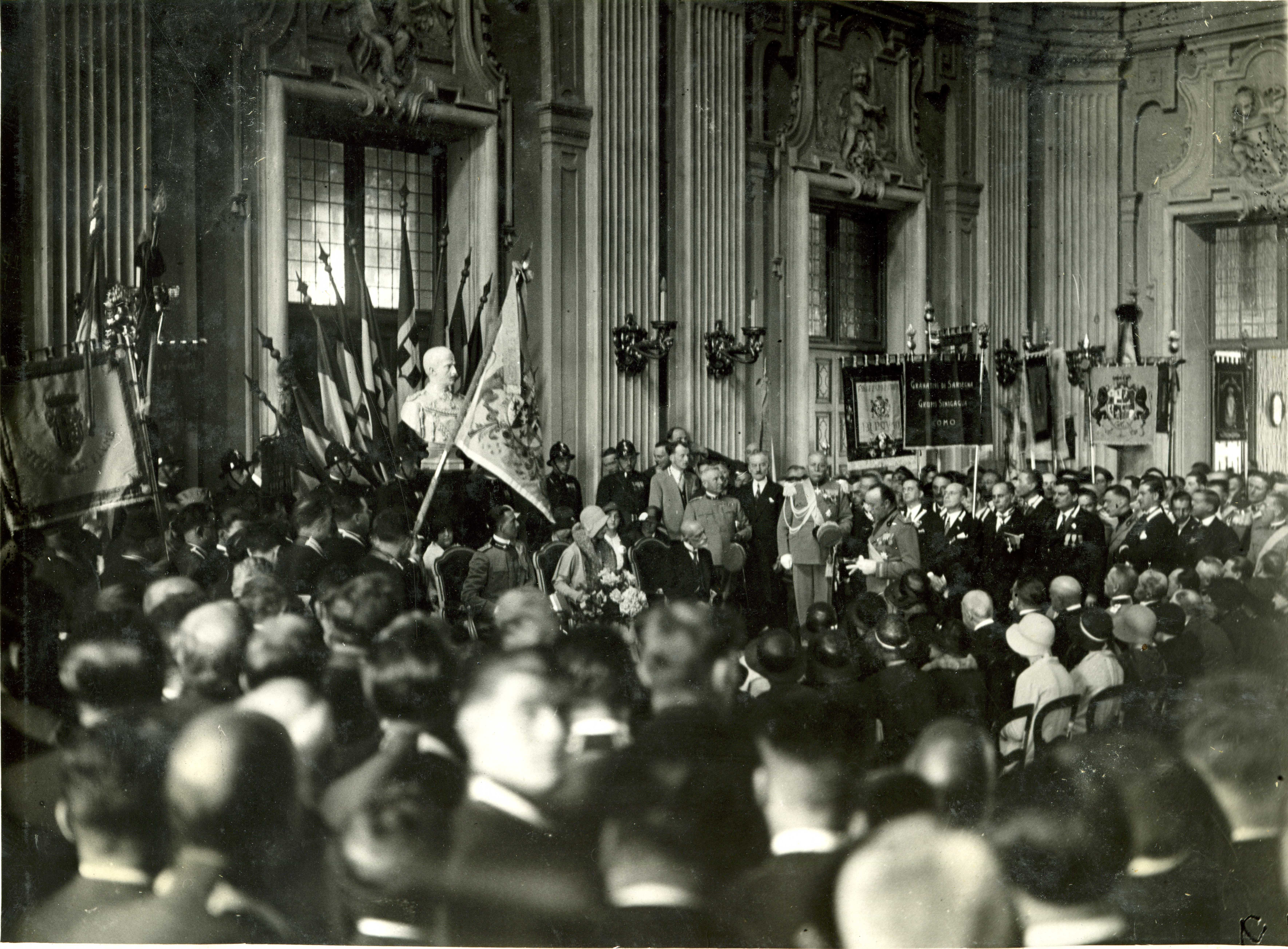 S.A.R. Maria Josè di Savoia, accompagnata dal consorte, madrina della Colonnella di Torino 1930