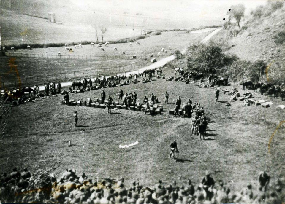 Agosto 1943. 1° Reggimento Granatieri. Distribuzione del rancio intervallo esercitazione su litorale romano