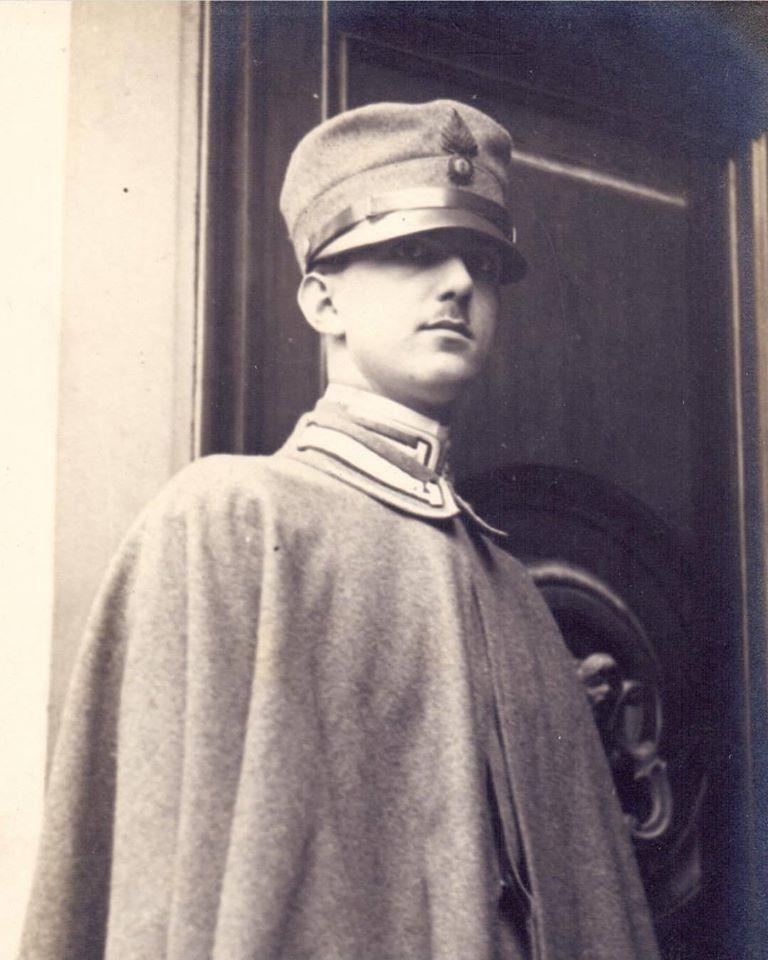 Il Principe di Piemonte Umberto di Savoia - caporale dei granatieri
