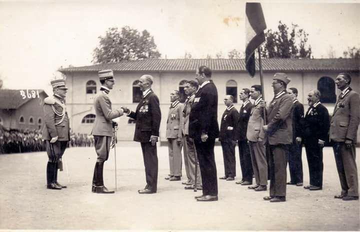 Col. Rocca presenta al Principe Umberto i granatieri toscani -Firenze 28 maggio 1931